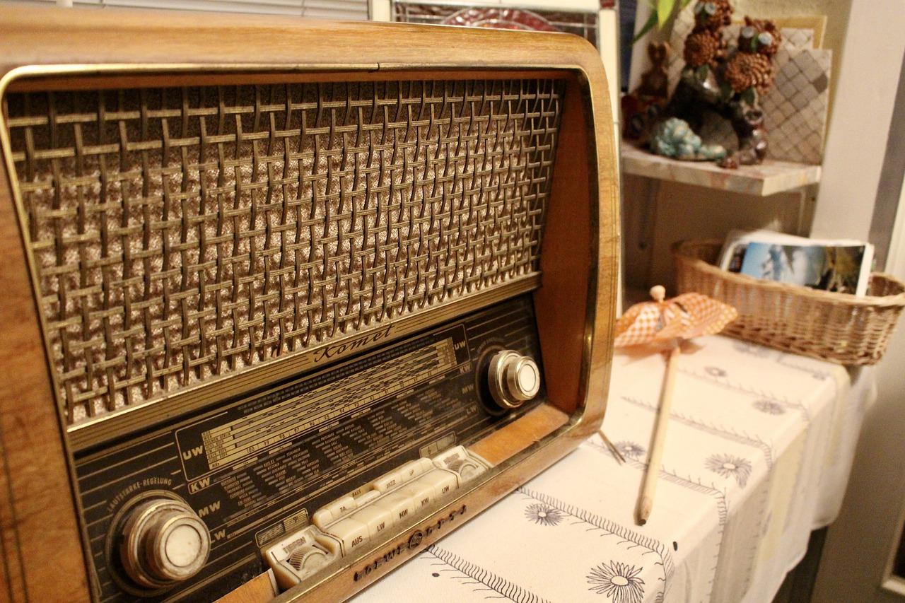 Radio Old Retro Vintage Nostalgia  - fer-writing / Pixabay