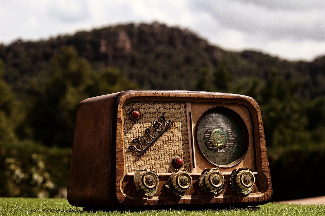 Radio Radio Vintage Retro Sonido  - mon18marti / Pixabay