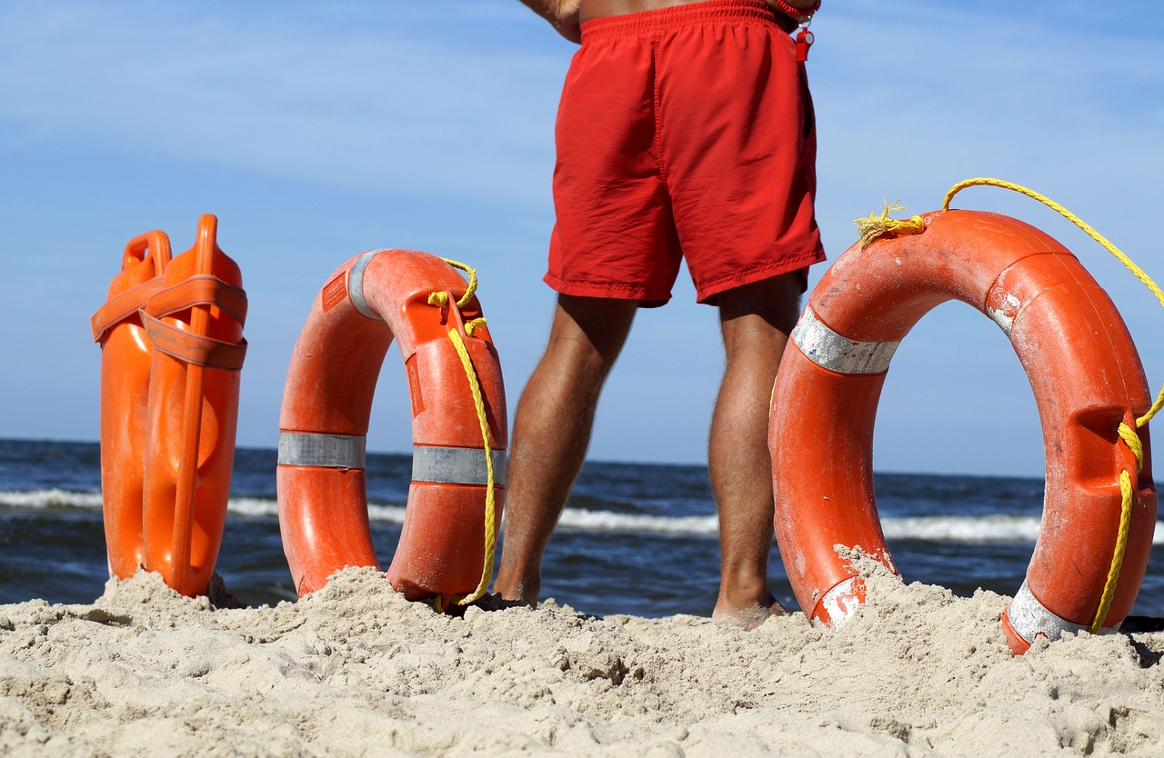 Lifeguard Baywatch Lifebuoy Help  - Marzena7 / Pixabay